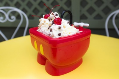 Source: http://disneyparks.disney.go.com/blog/2014/05/shareable-kitchen-sink-sundae-now-on-more-menus-at-walt-disney-world-resort-disneyland-resort/