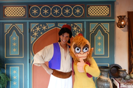 Source: http://kennythepirate.com/category/walt-disney-world-character-meet-and-greets/abu-character-photos/